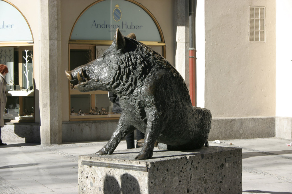 2-munich_-_statue_of_a_boar_011